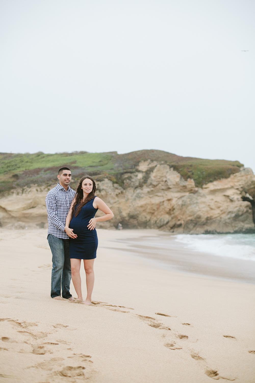 half-moon-bay-beach-maternity-session