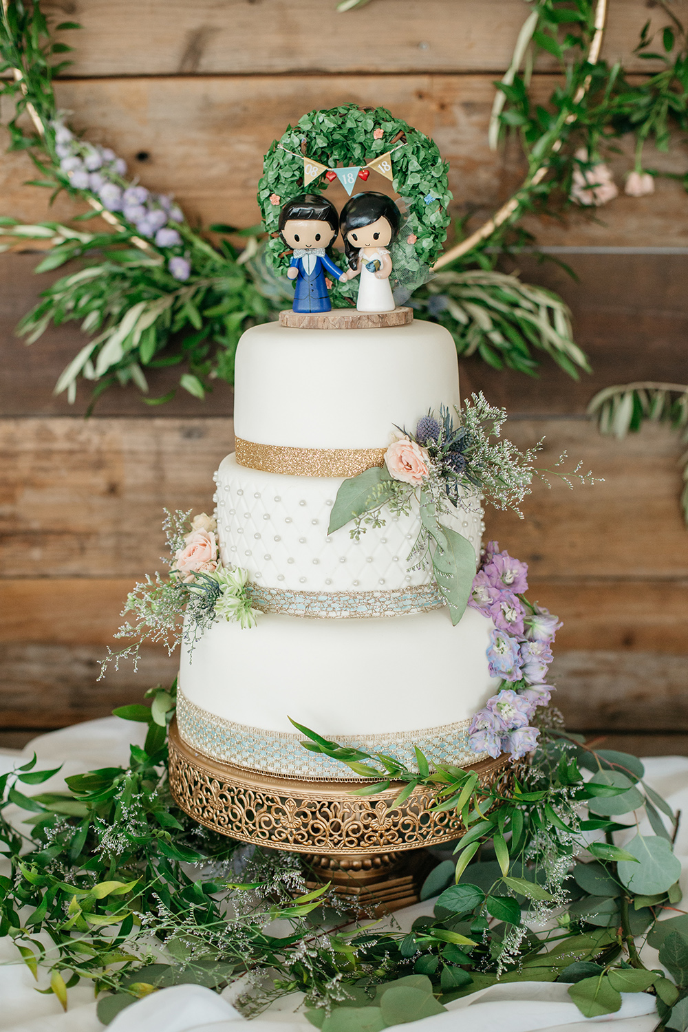 wedding photography of wedding cake at eagle vines golf club in napa california