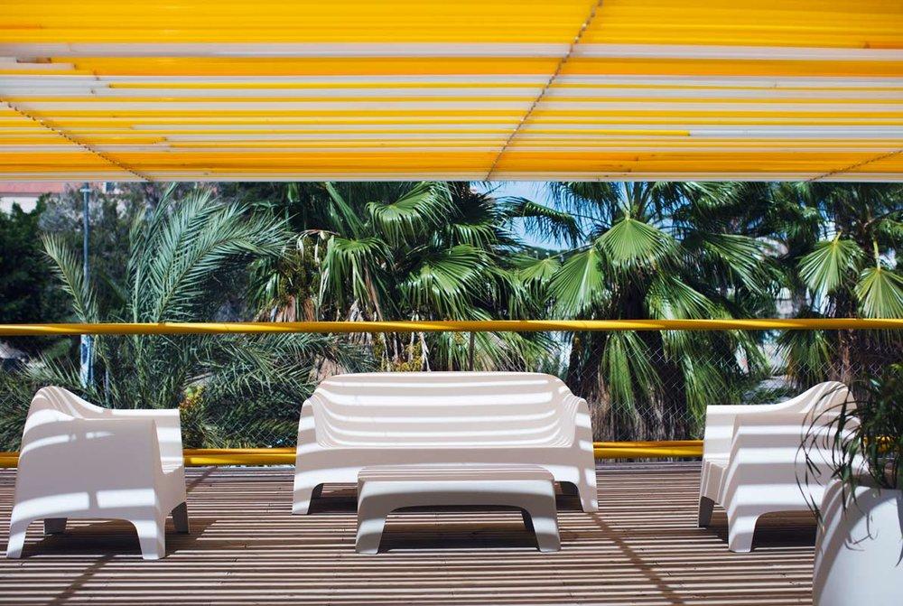 hospitality-furniture-sofa-coffeetable-loungechair-solid-stefanogiovannoni-vondom (2).jpg