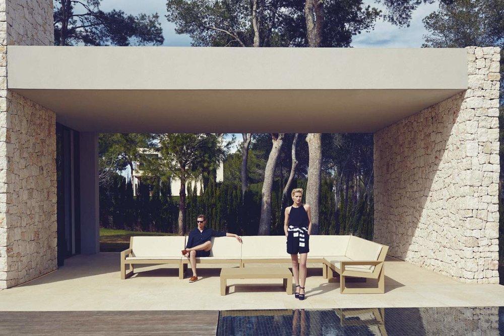 luxury-outdoor-furniture-design-sofa-coffeetable-frame-ramonesteve-vondom (4).jpg