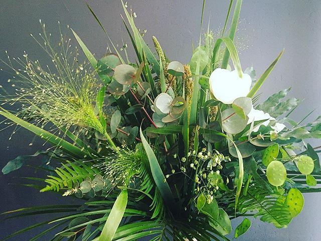 Gražaus penktadienio! #fridayflowers #soiree