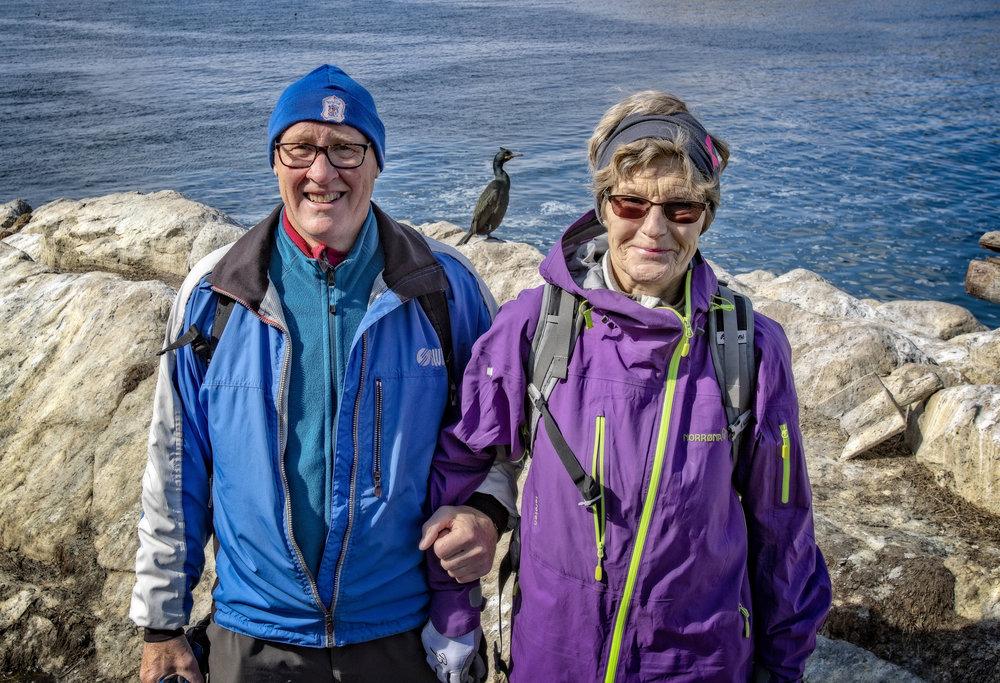 KOM TETT PÅ: Per Kåre og Randi Rørhus fra Molde ble overveldet over hvor tett de kom på det aktive fuglelivet. Linselusen er en toppskarv.