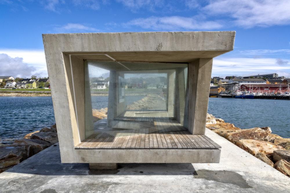 I LY: Du trenger ikke kjøre langt for å finne ly for vinden og gode sitteplasser for å se fugl på nært hold. Dette er fra Vadsø sentrum, tegnet av Biotope arkitekter.