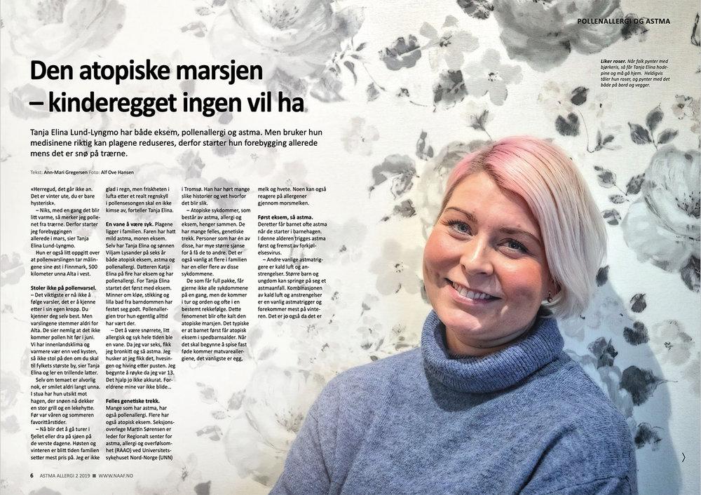Liker roser.  Når folk pynter med bjørkeris, så får Tanja Elina hodepine og må gå hjem. Heldigvis tåler hun roser, og pynter med det både på bord og vegger. Faksimile AstmaAllergi 2/2019.