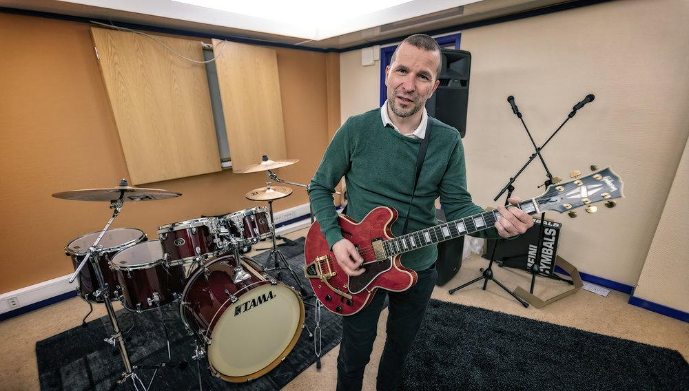 PINK FLOYD:       SmartDok har eget husband, og Bjørn Tore Hagberg er med. Gitarhelten? David Gilmour.