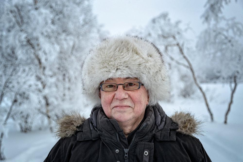 NORSK:  For Olav Sara Nikkinen har det alltid vært naturlig å være både norsk og samisk, men opplever han er blitt mer farget av norsk enn samisk kultur.