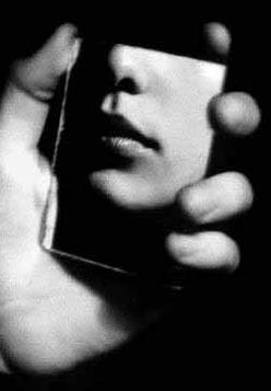 Lips-mirror selfie.png