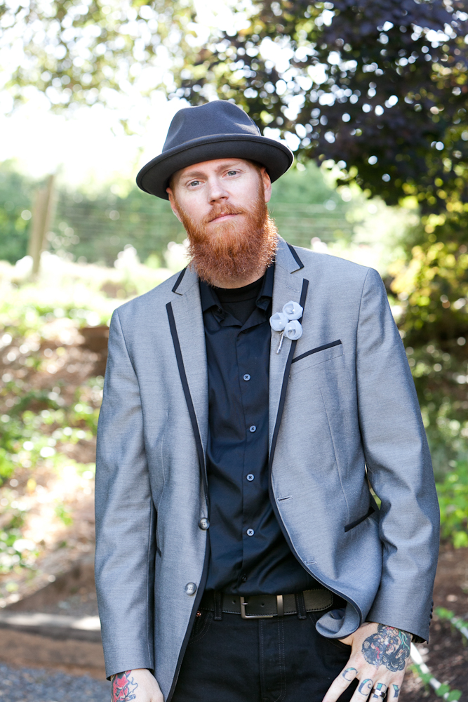 TATTOOED_GROOM_RED_HAIR_MADRONA_MANOR_MARIA_VILLANO_3