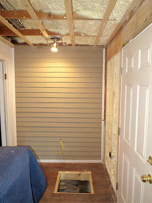 Insulation on the porch and scuttle hatch in the floor