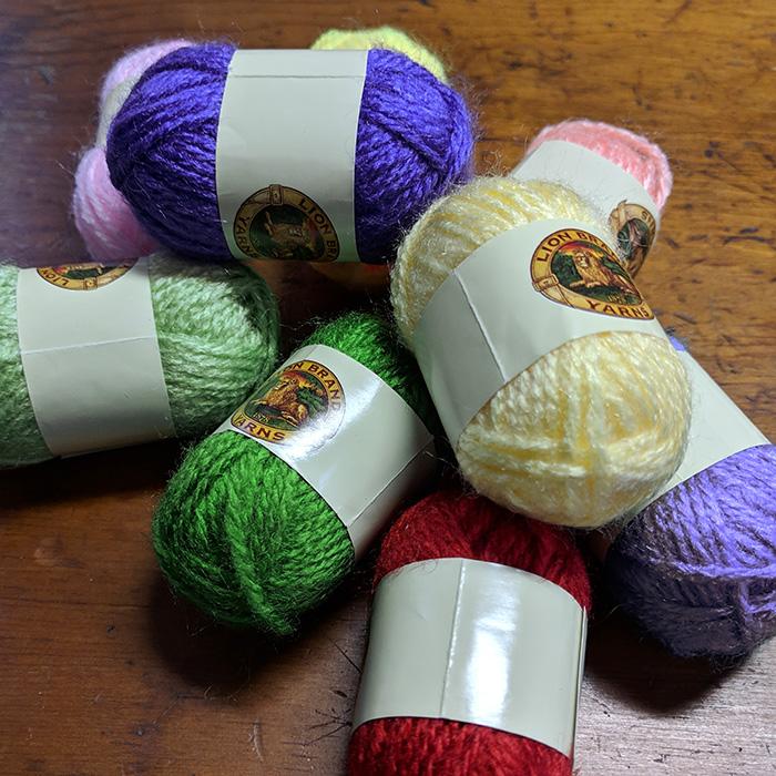 Mini yarn skiens