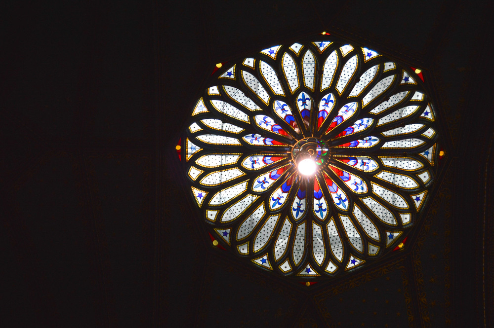The basilica has several rose windows in the ceiling for ambient light, but they are not copies of the famous rose window in Paris.