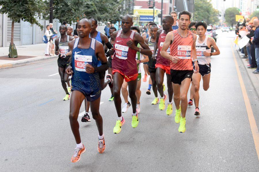 Photo credit of 2016 Bank of America Chicago Marathon photo gallery:https://www.chicagomarathon.com/photo-gallery/2016-bank-of-america-chicago-marathon/