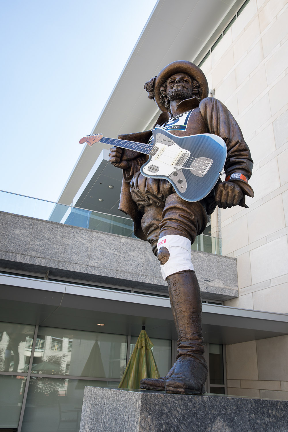 Rock 'n' roll Raleigh - Sir Walter Raleigh decked out in running gear for the big marathon event