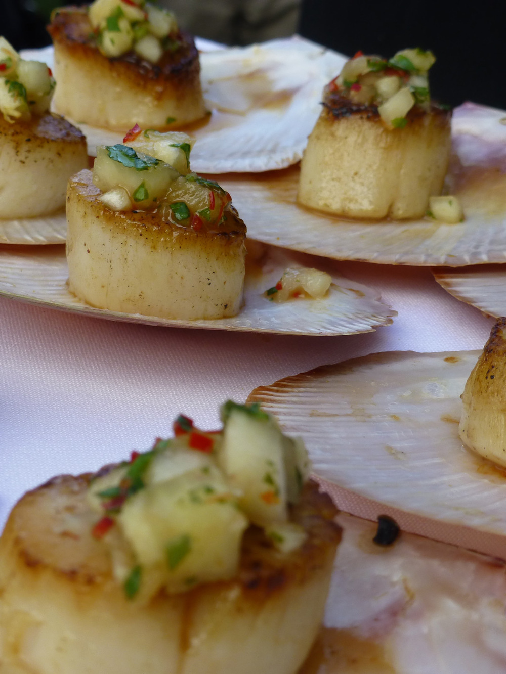 Scallops with thai pineapple salad