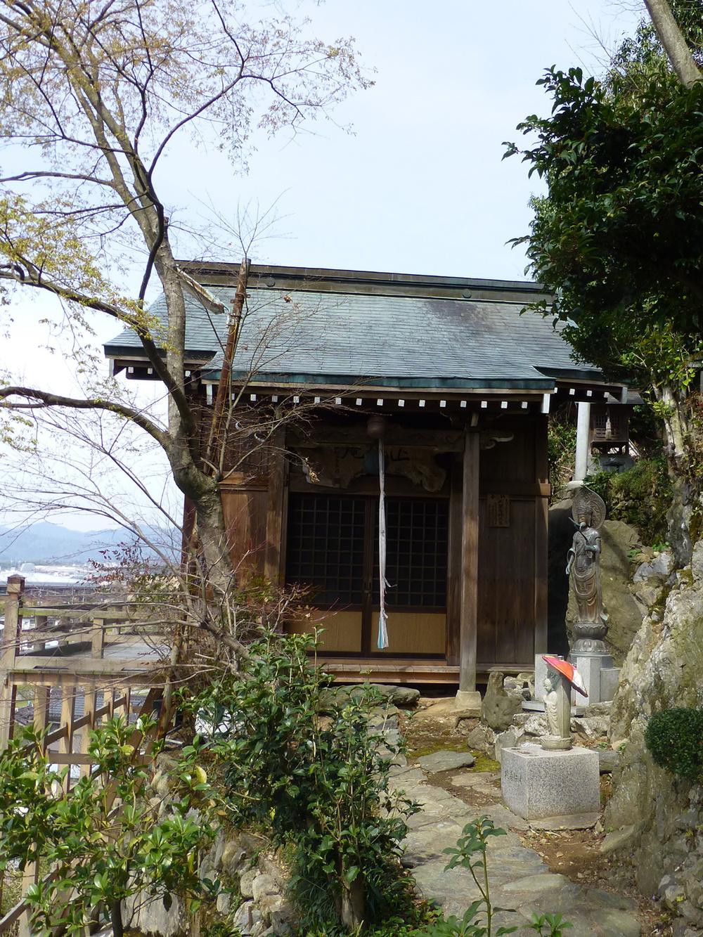 Tsuyama-walk2d.jpg
