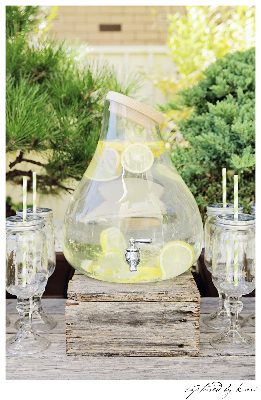 lemon-drinks-table