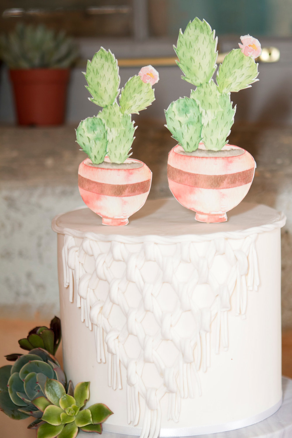This cake design by Taylor Made Gourmet features a subtle decorative macrame design in fondant and is complemented by the cake topper design based on the watercolour illustration by ELK Prints.