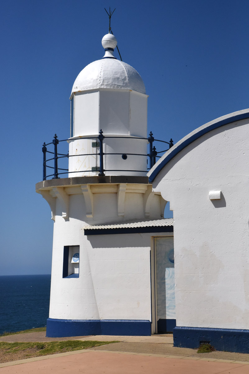 point-tacking-lighthouse-2.jpg