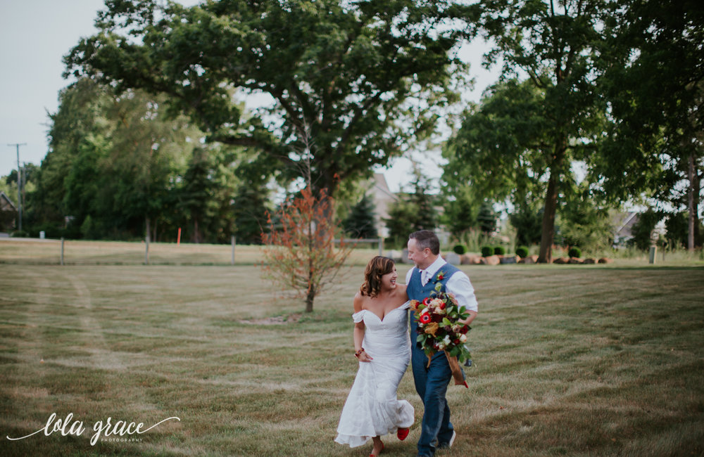 lola-grace-photography-michigan-fouth-of-july-wedding-conman-farms-51.jpg