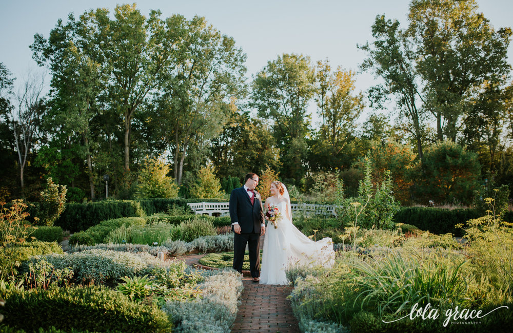 lolagracephotography-fall-ann-arbor-wedding-botanical-gardens-44.jpg
