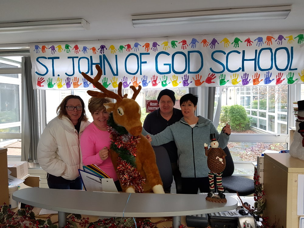 Thank you to Mags, Pauline, Lorraine and Gerry who came in early on Sunday to decorate and get the school ready for Christmas.