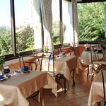 la_veranda_ou_sont_servis_les_petits_dejeuners_offre_un_superbe_panorama_album_thumb.jpg