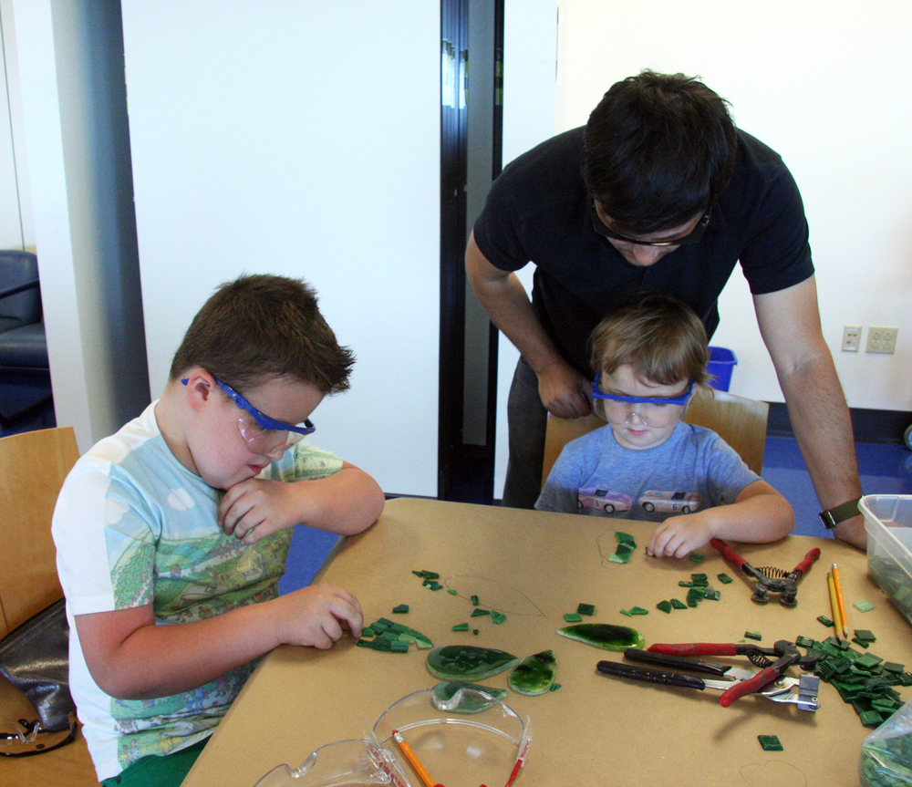 Family mosaic workshop for Marquam Mosaic