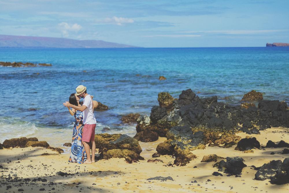 angie-diaz-photography-maui-beach-honeymoon-photographer-10.jpg