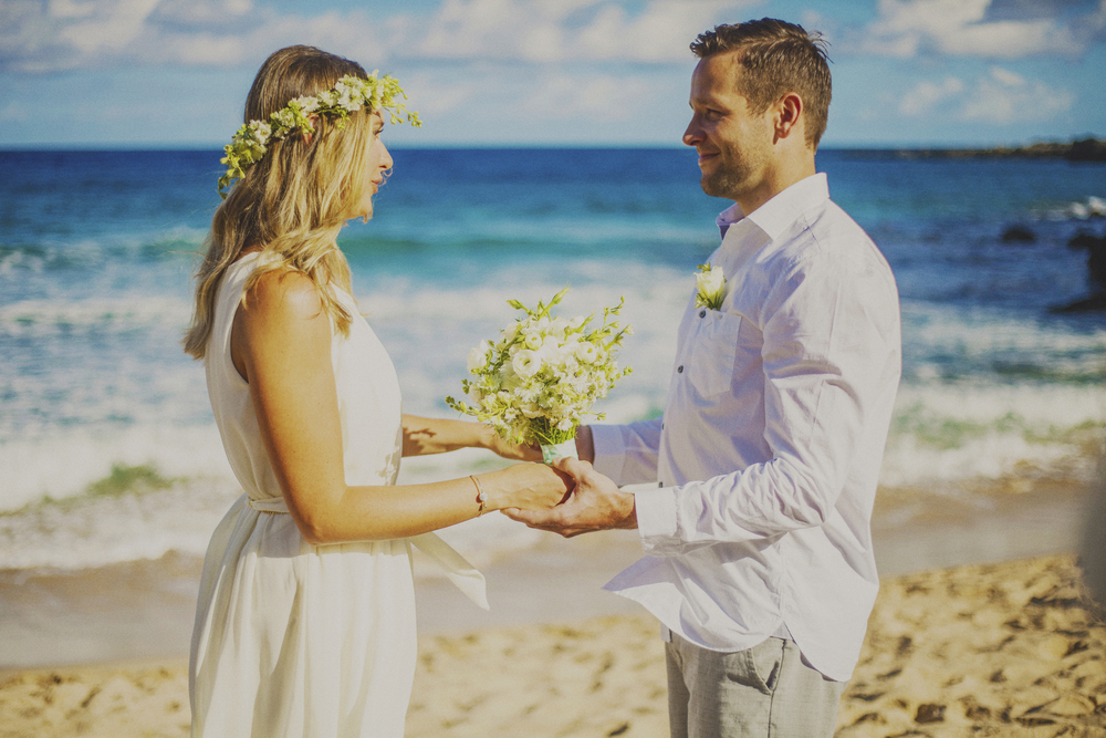 angie-diaz-photography-maui-elopement-oneloa-ironwoods-beach-2.jpg