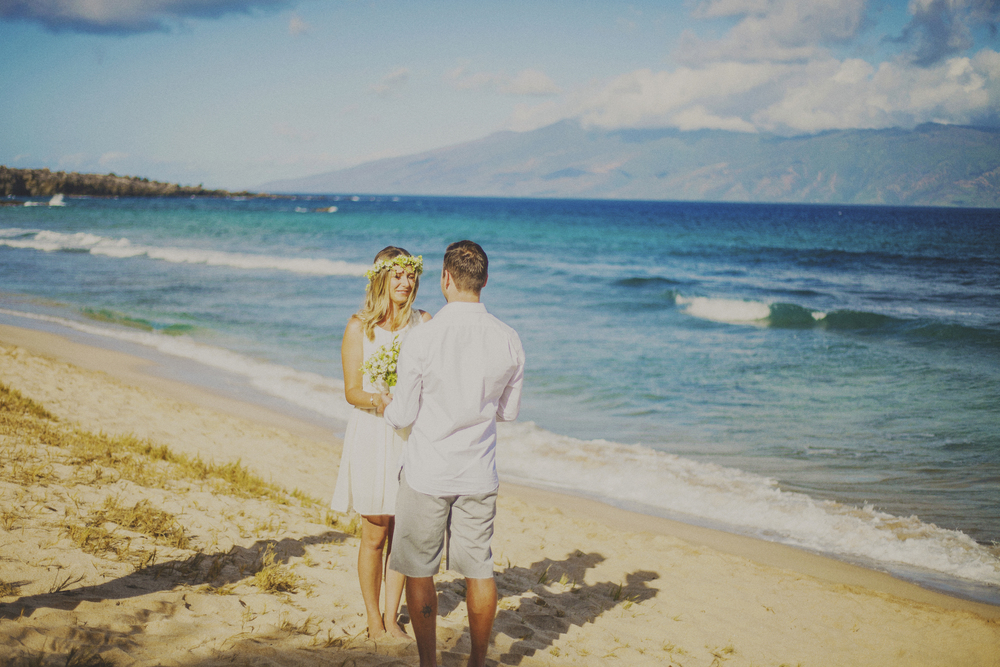 angie-diaz-photography-maui-elopement-oneloa-ironwoods-beach-3.jpg