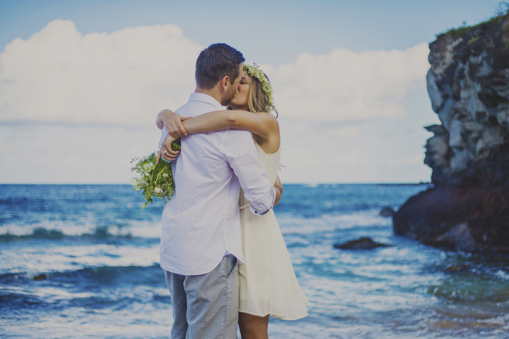 angie-diaz-photography-maui-elopement-oneloa-ironwoods-beach-9.jpg