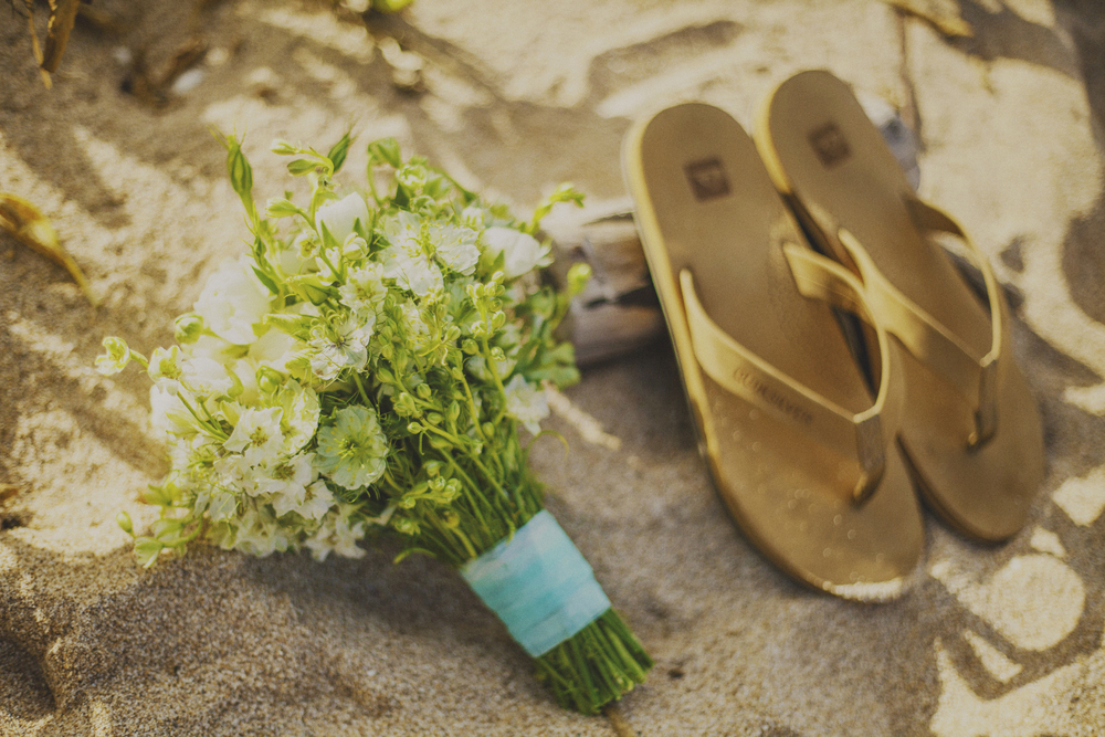 angie-diaz-photography-maui-elopement-oneloa-ironwoods-beach-14.jpg