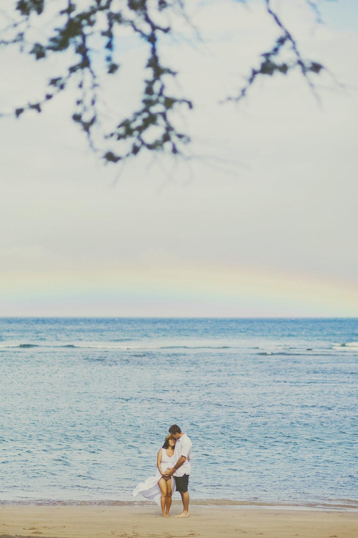 angie-diaz-photography-maui-maternity-lahaina-baby-beach-03.jpg