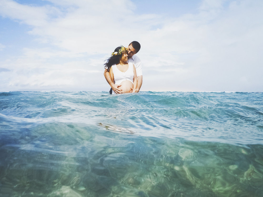 angie-diaz-photography-maui-maternity-lahaina-baby-beach-12.jpg
