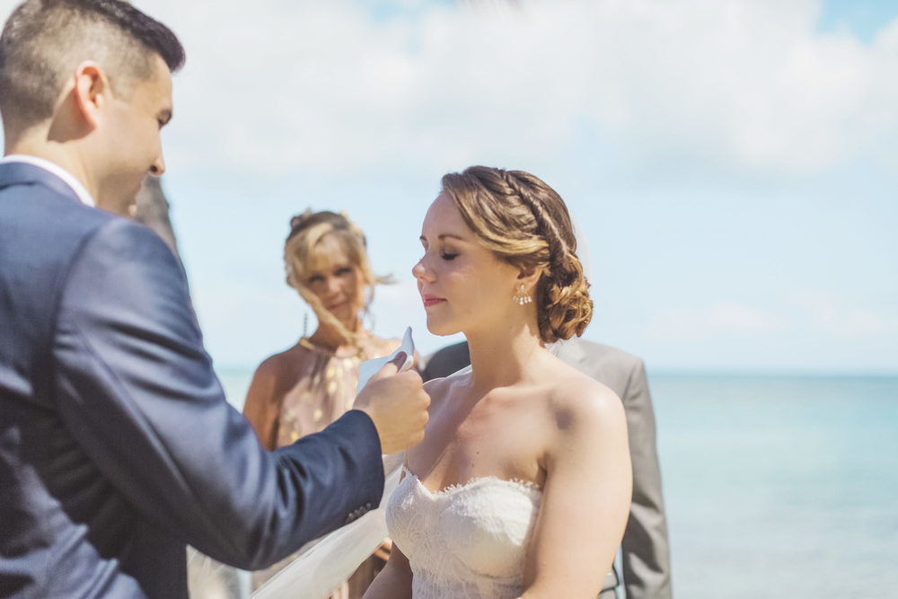 Hawaii destination beach Wedding Photographer_139.jpg