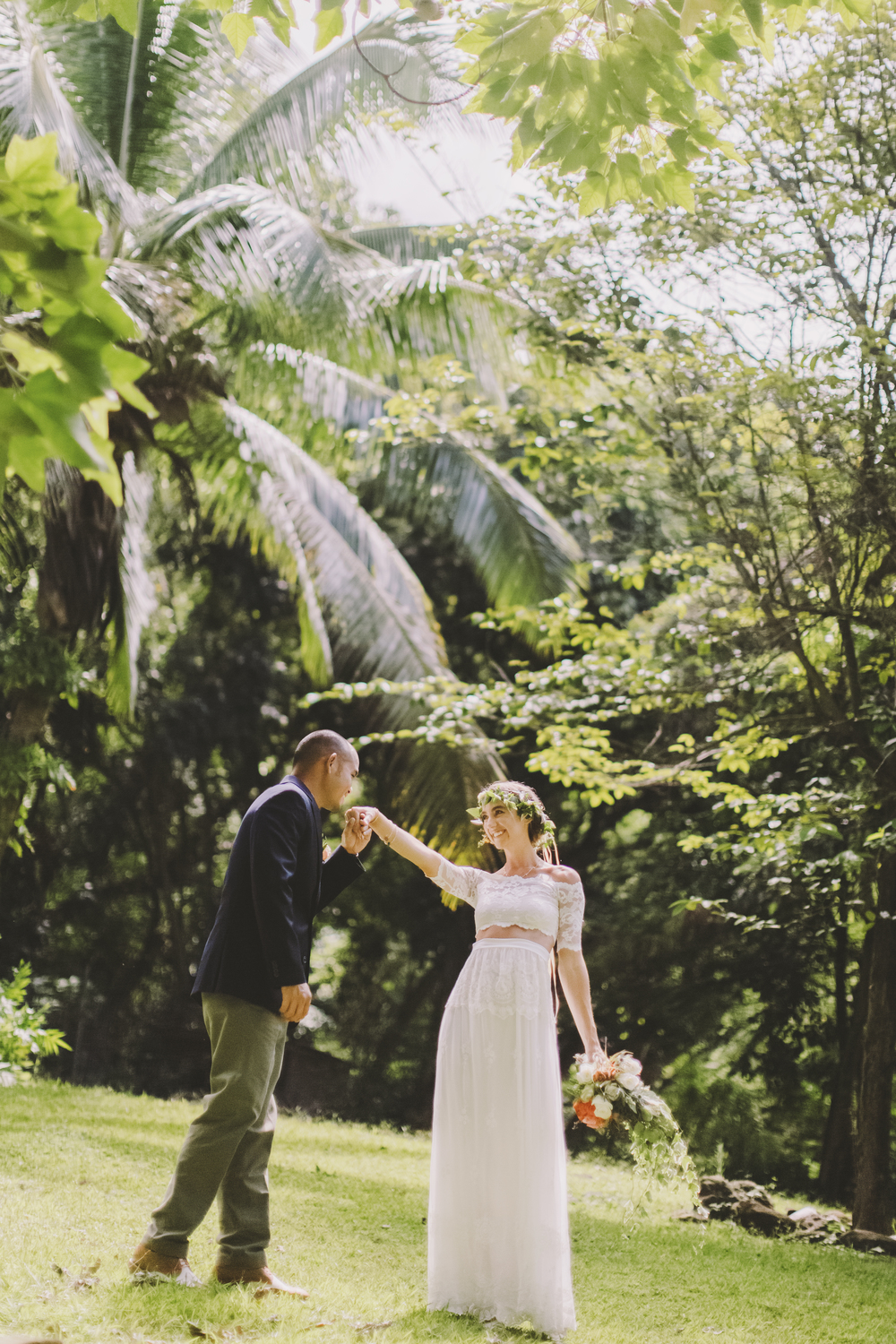 angie-diaz-photography-oahu-hawaii-wedding-tradewinds-ranch-01.jpg