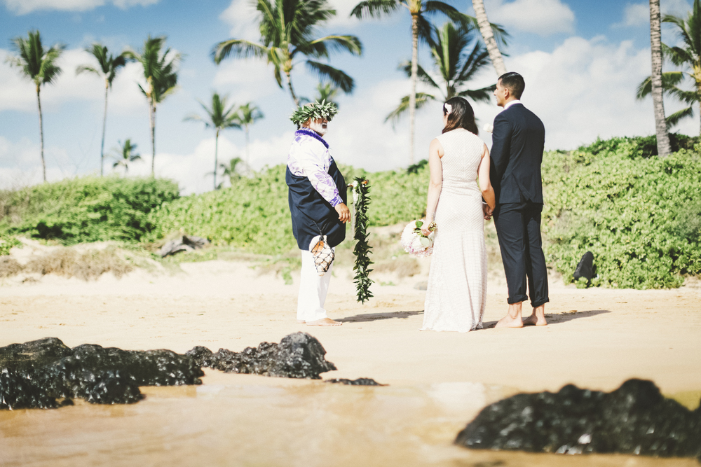 angie-diaz-photography-mokapu-beach-maui-elopement-22.jpg