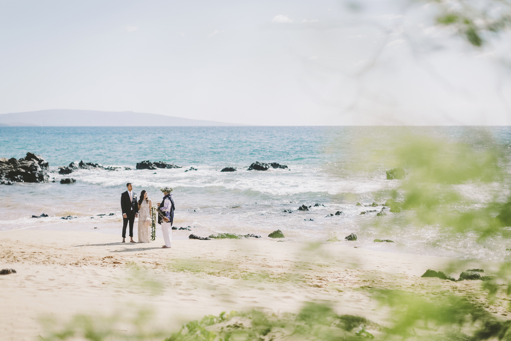 angie-diaz-photography-mokapu-beach-maui-elopement-25.jpg