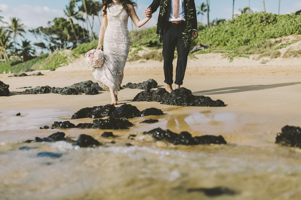 angie-diaz-photography-mokapu-beach-maui-elopement-39.jpg
