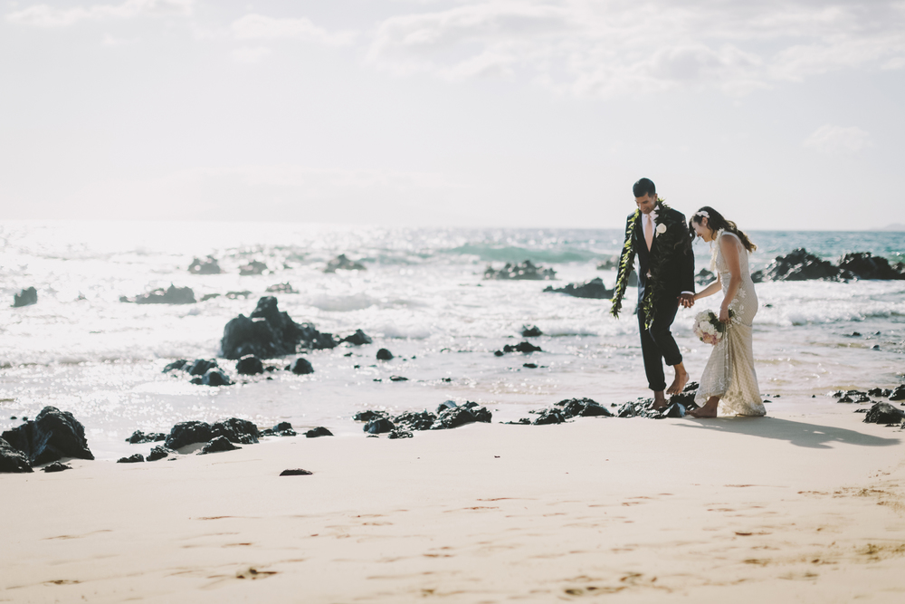 angie-diaz-photography-mokapu-beach-maui-elopement-40.jpg