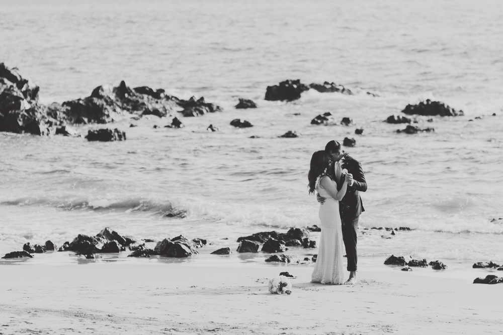 angie-diaz-photography-mokapu-beach-maui-elopement-46.jpg