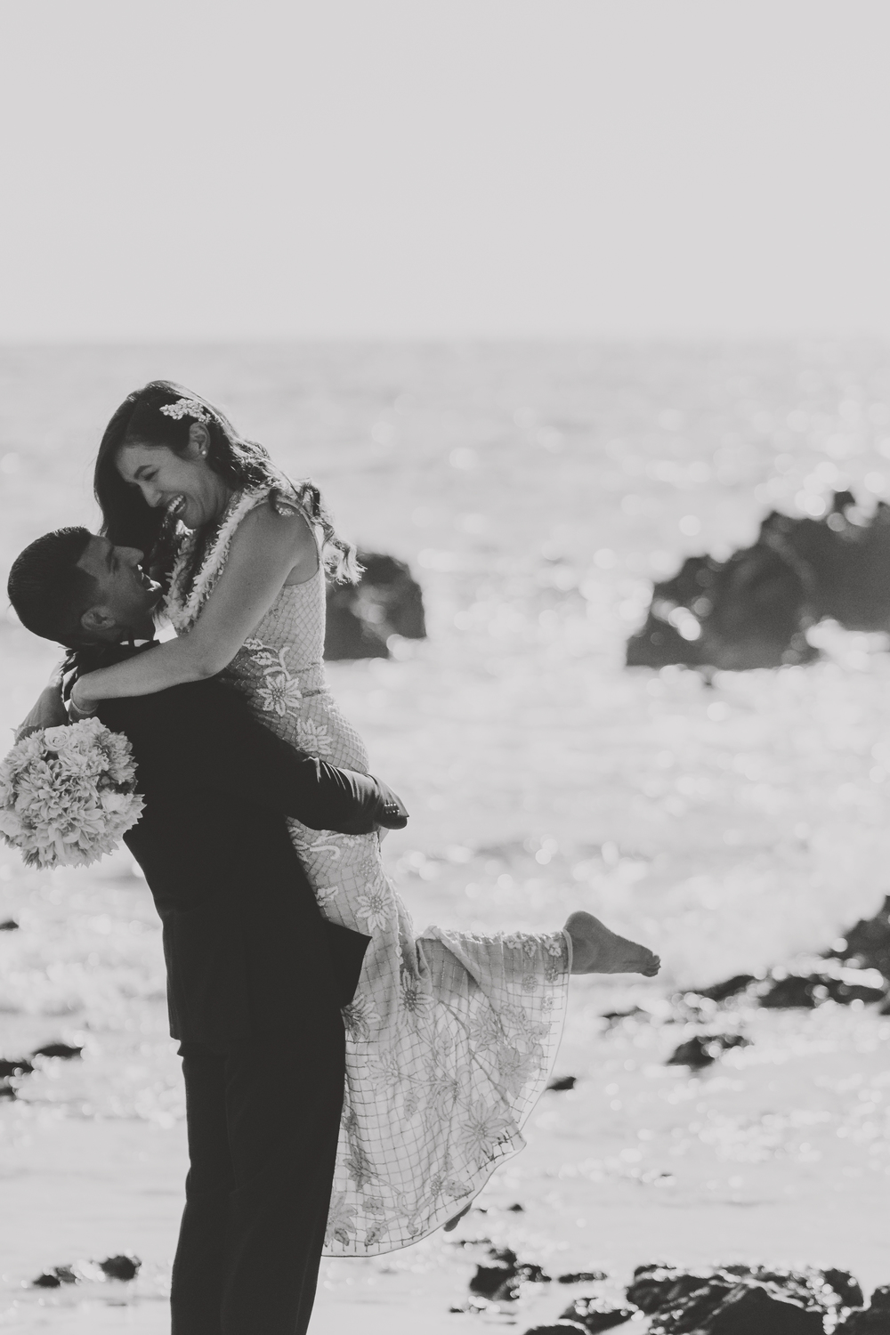 angie-diaz-photography-mokapu-beach-maui-elopement-48.jpg