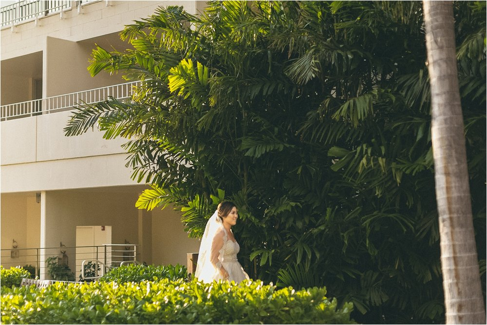 angie-diaz-photography-modern-honolulu-oahu-destination-wedding_0050.jpg