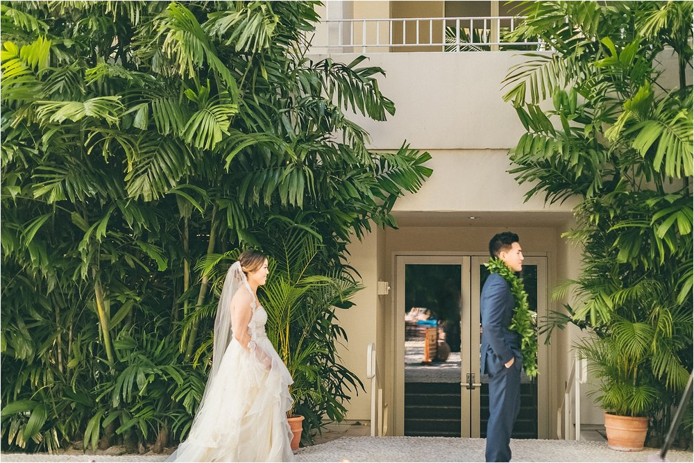 angie-diaz-photography-modern-honolulu-oahu-destination-wedding_0052.jpg