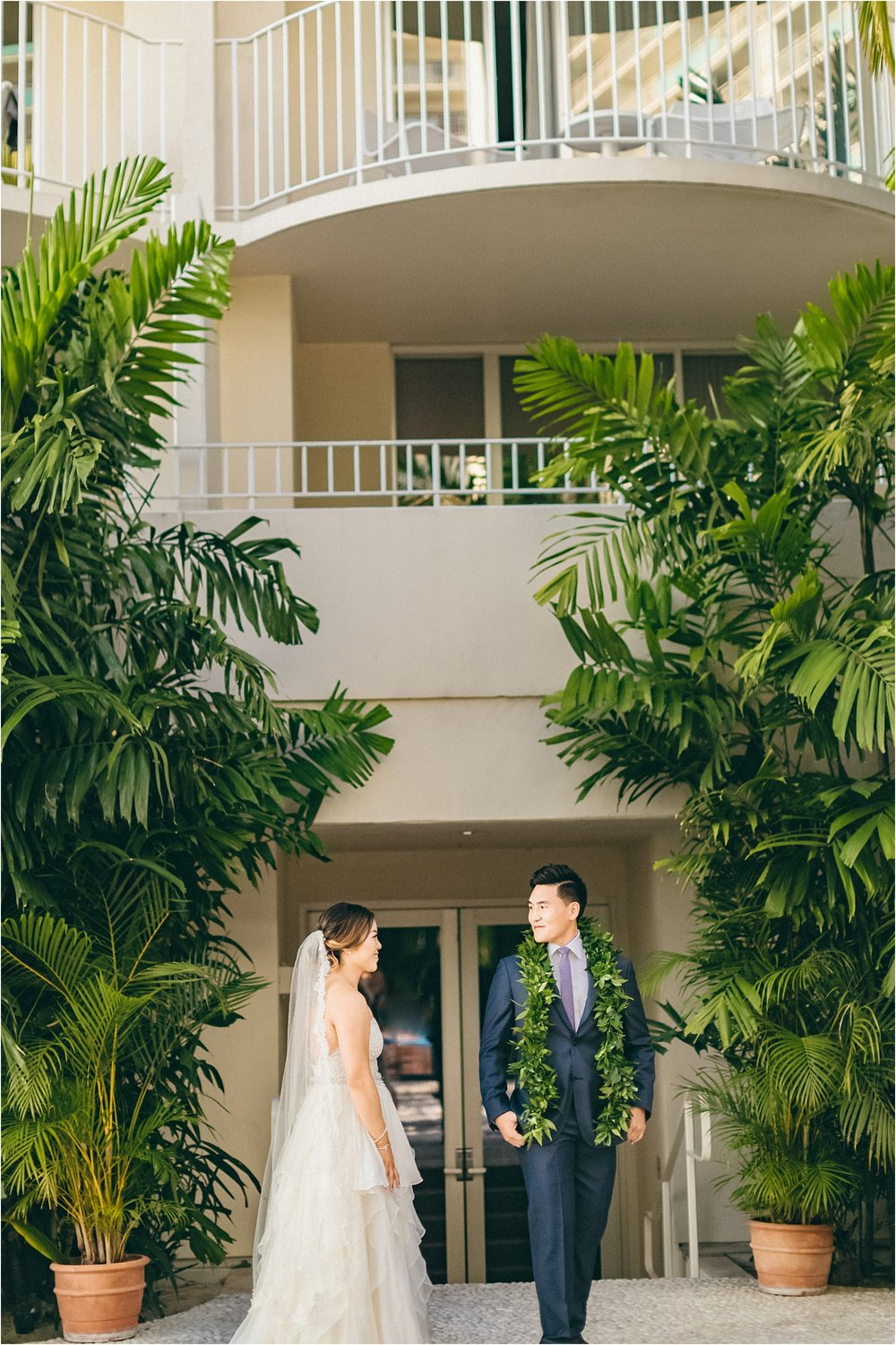 angie-diaz-photography-modern-honolulu-oahu-destination-wedding_0053.jpg