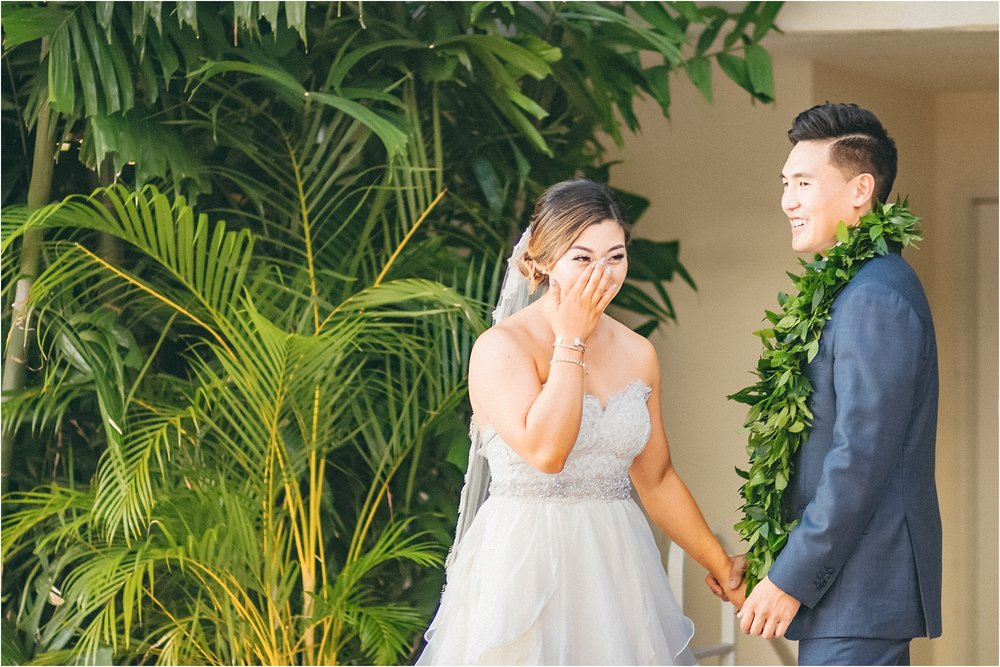angie-diaz-photography-modern-honolulu-oahu-destination-wedding_0056.jpg