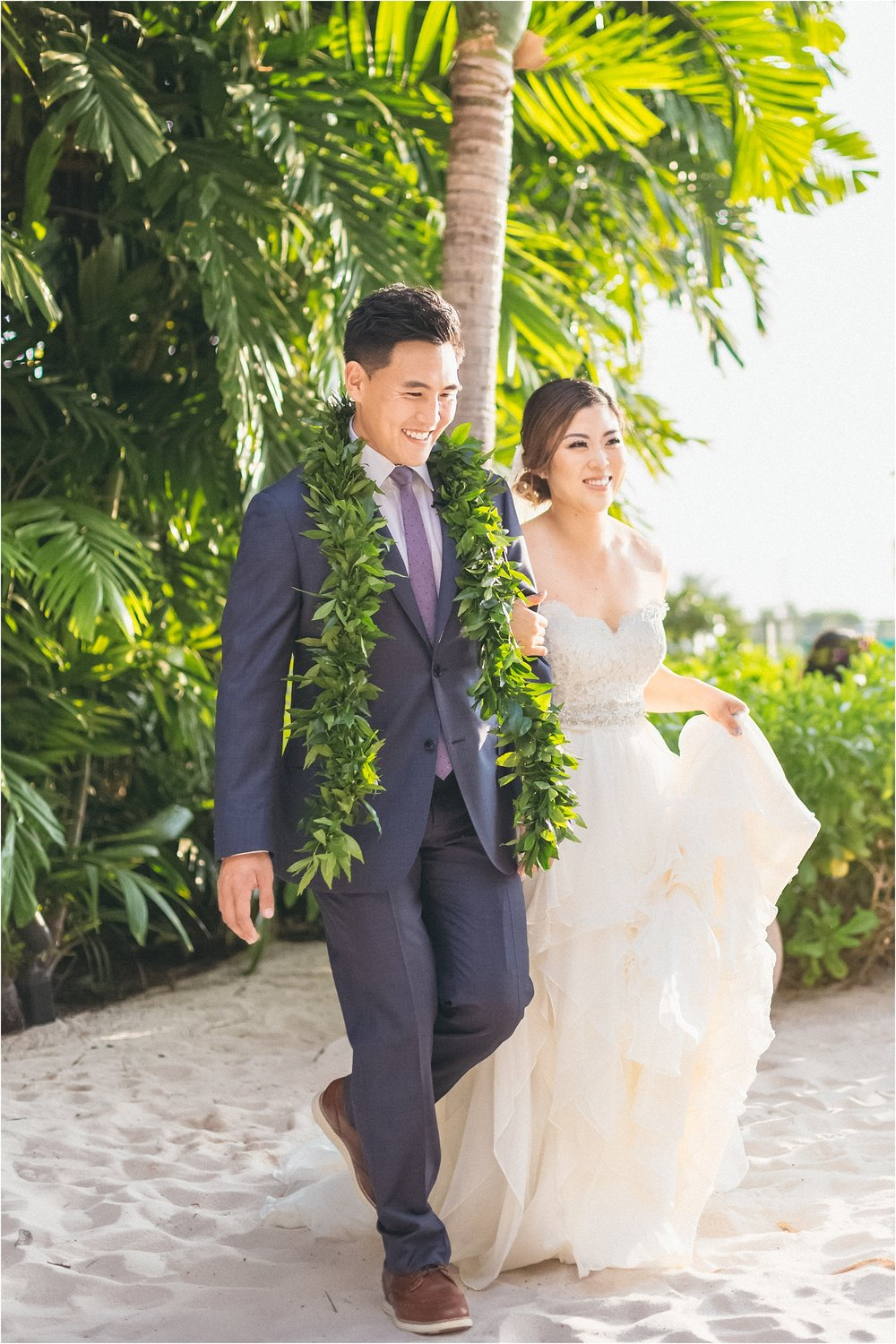 angie-diaz-photography-modern-honolulu-oahu-destination-wedding_0061.jpg