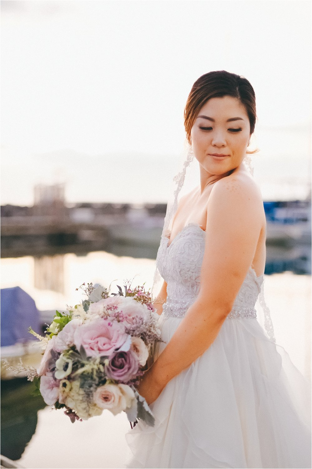 angie-diaz-photography-modern-honolulu-oahu-destination-wedding_0092.jpg