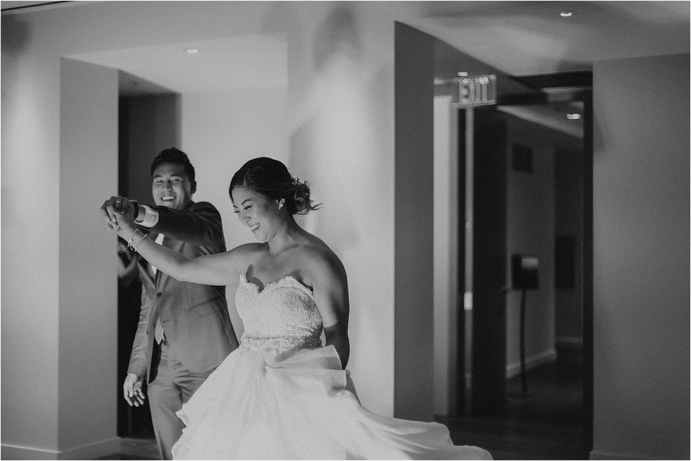 angie-diaz-photography-modern-honolulu-oahu-destination-wedding_0123.jpg
