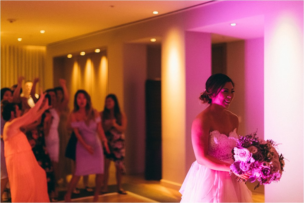 angie-diaz-photography-modern-honolulu-oahu-destination-wedding_0138.jpg